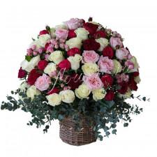 "Корзина с цветами ""Аромат роз"""