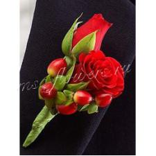 Бутоньерка из красной розы