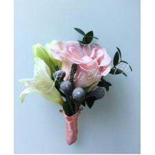 Бутоньерка из розовой розы